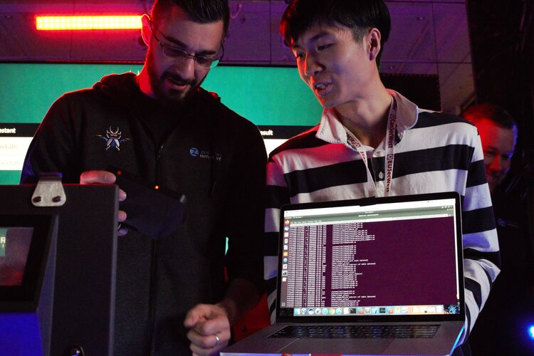Змаганнях хакерів у Токіо: учасники виявили 18 невідомих уразливостей в гаджетах
