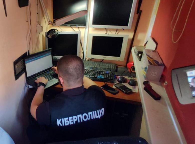 Затримали хакера з Одещини, який збував інформацію з обмеженим доступом